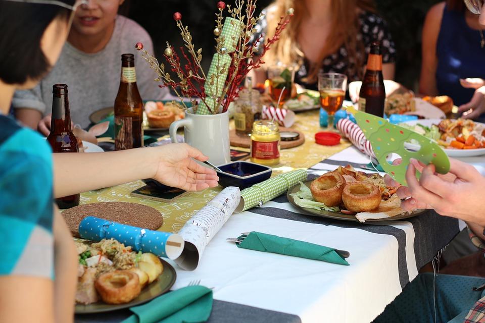 come organizzare cena tra amici